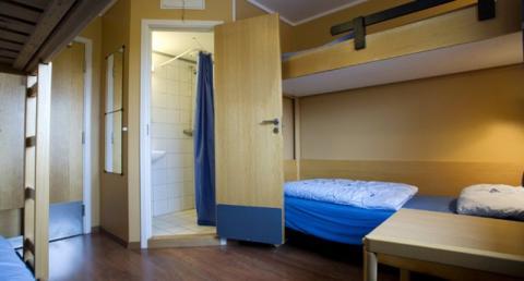 2-sengs rom (privat bad)