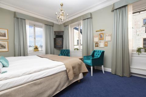 Corner Room (non-refundable)