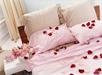 Roseblader i rom / sengen